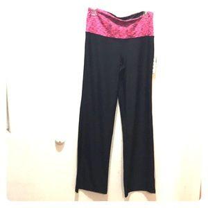 Black yoga pants by Vogo athletica pink S M